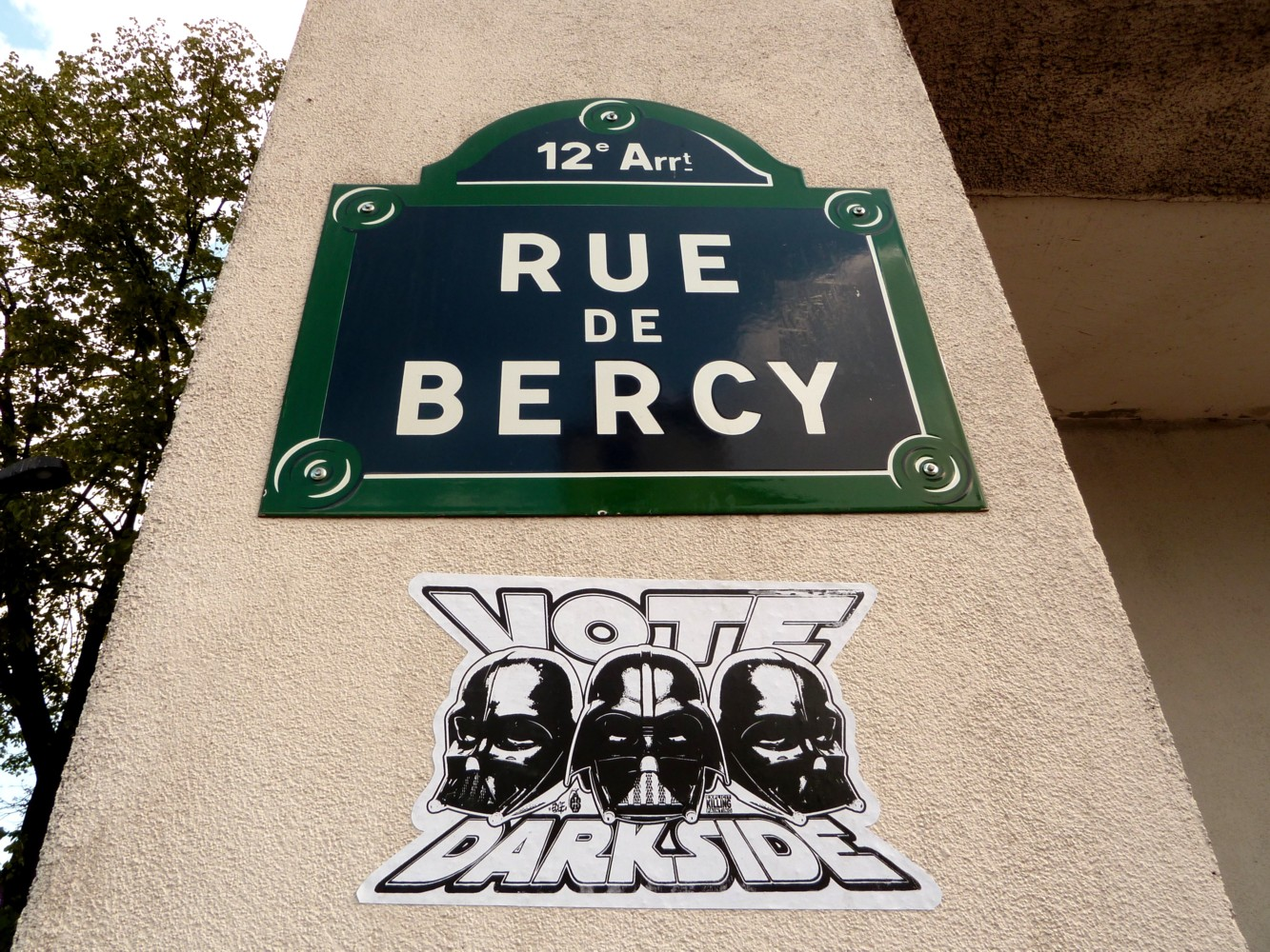 vote darkside sticker rue de bercy 12e paris street art. Black Bedroom Furniture Sets. Home Design Ideas
