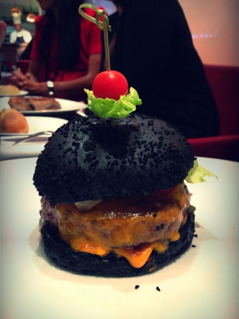 Cheddar burger dry aged origine péninsule ibérique de chez Olivier Metzger Publicis Steakhouse paris