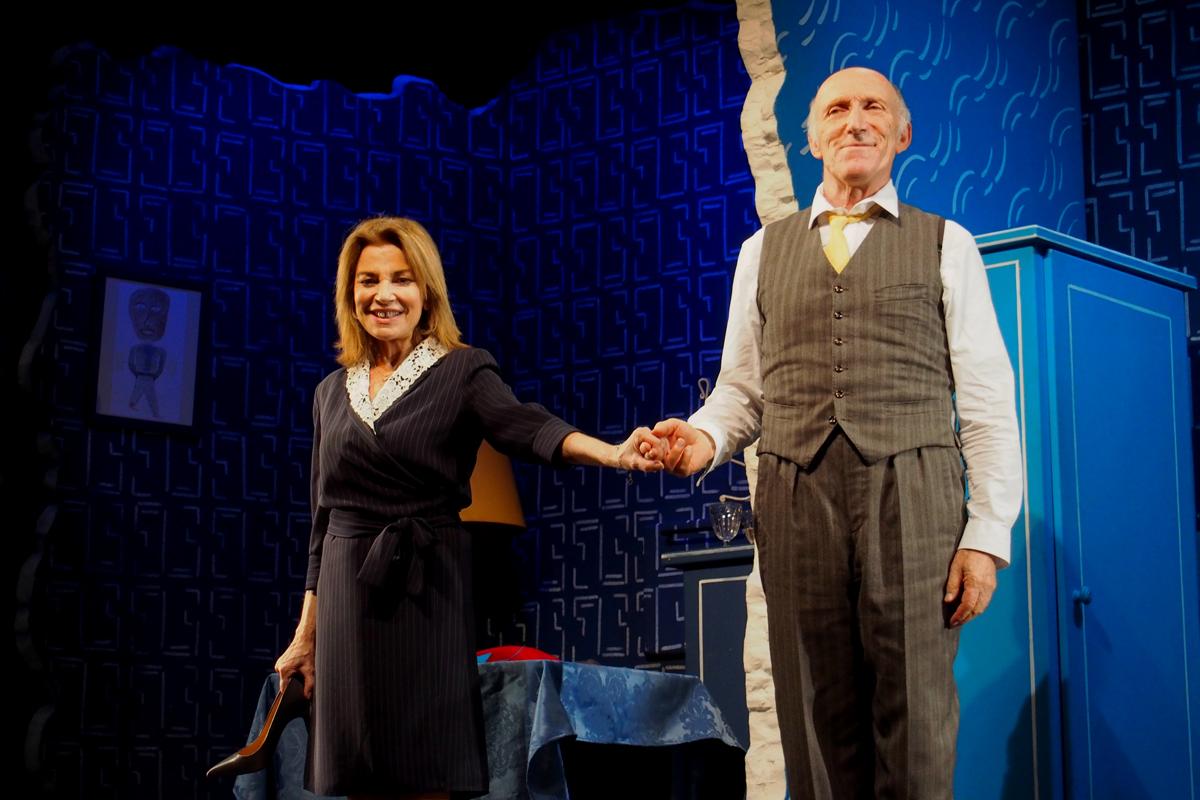 Mur-avec-Rufus-et-Nicole-Calfan-au-Petit-Théâtre-de-Paris-pièce-Amanda-Sthers-Anne-Bourgeois-salut-photo-scène