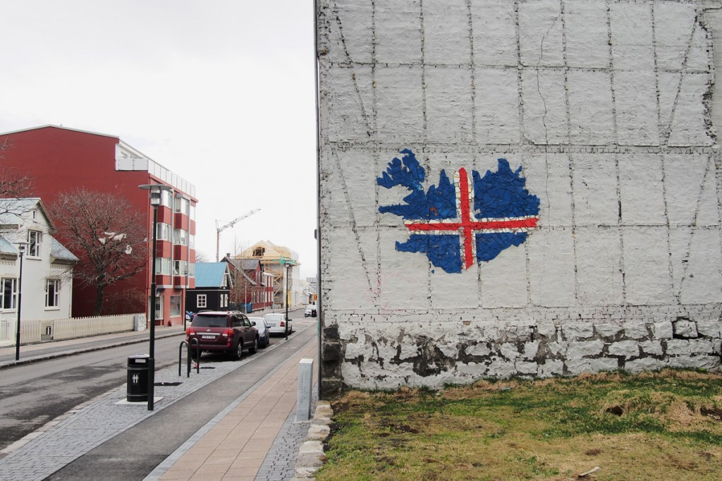 Street-art-wall-Reykjavik-city-Iceland-icelandic-flag-Islande-photo-by-United-States-of-Paris-Blog