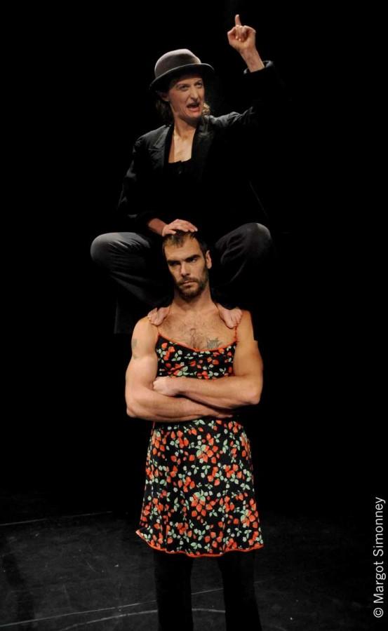 Jacqueline sur la Terre ou le syndrome de Newton Cirque Electrique Sébastien Bruas Marie-Elisabeth Cornet thêatre spectacle cirque émotion enfant Paris