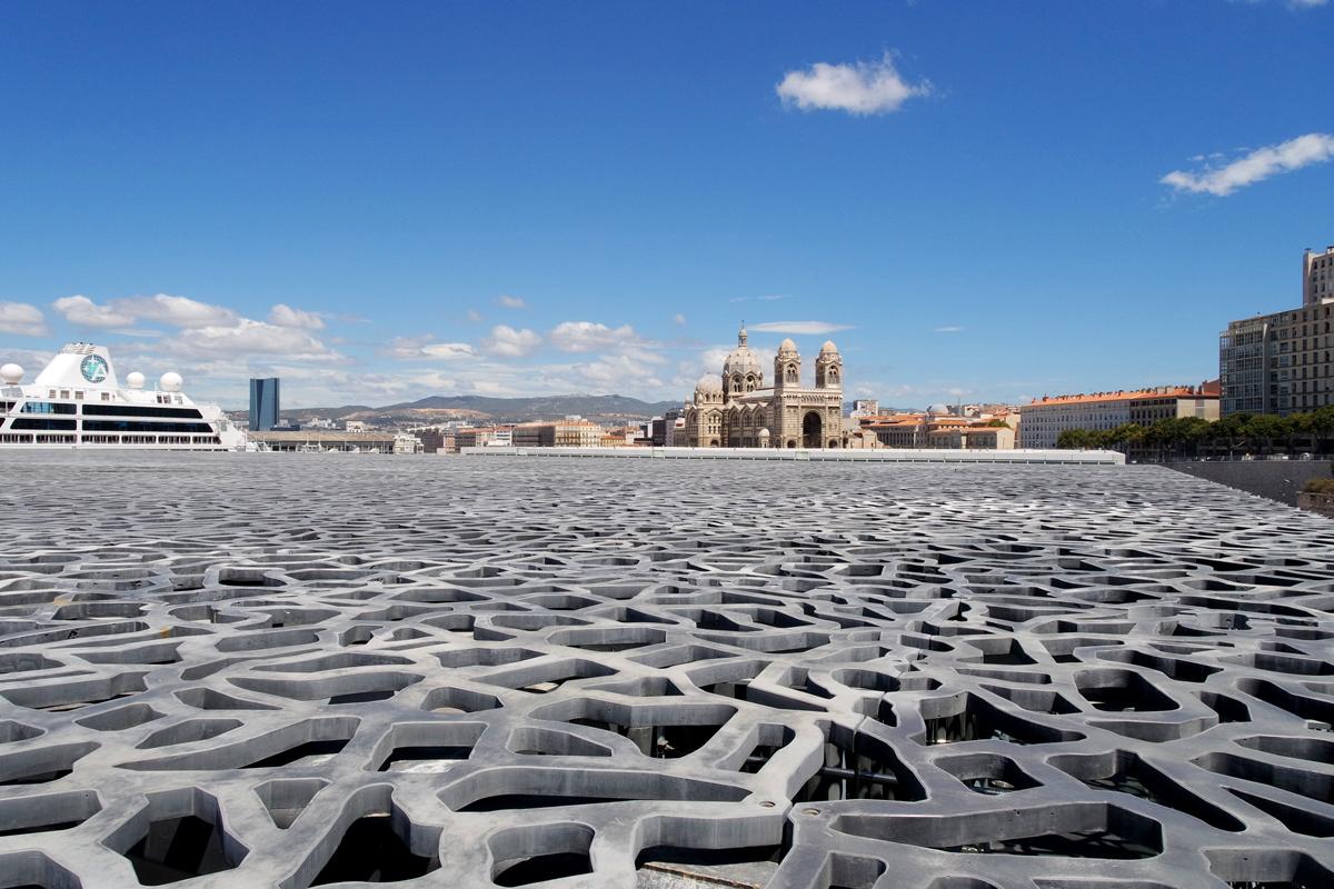 Cathédrale-Sainte-Marie-Majeure-de-Marseille-vue-du-Mucem-Musée-des-civilisations-architecture-Rudy-Ricciotti-nx-mini-camera-samsung-photo-by-United-States-of-Paris-Blog