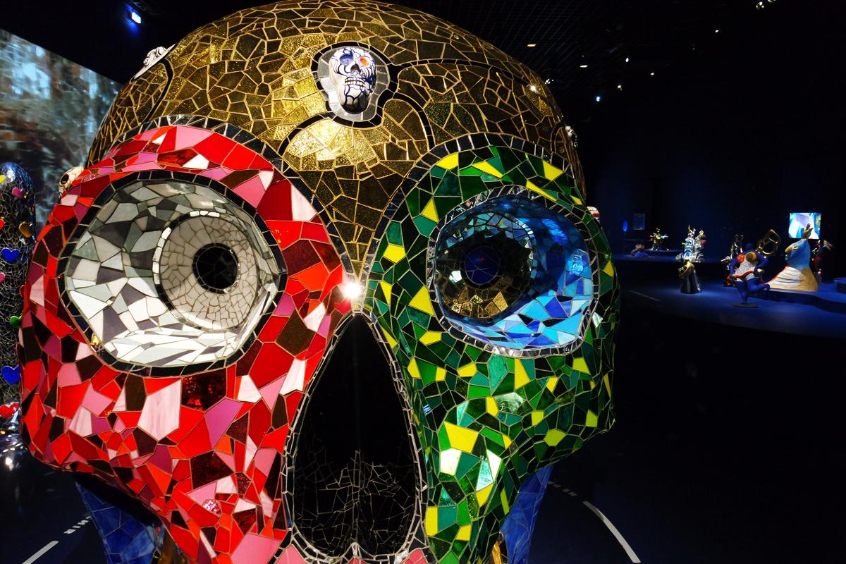 Expo niki de saint phalle artiste g niale au grand palais for Mosaique de verre autocollante