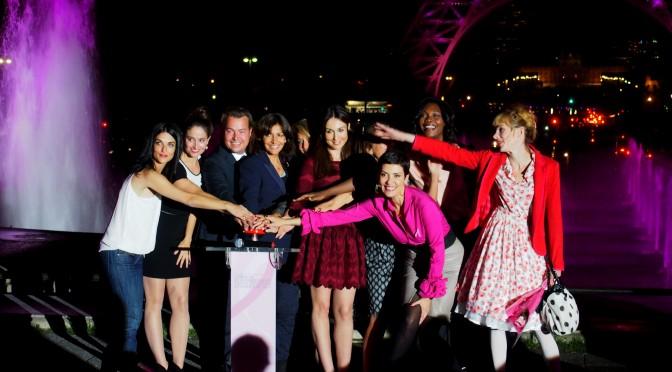 OCTOBRE ROSE : la Tour Eiffel is pink pour la bonne cause avec : Cristina Cordula, Julie Depardieu, Elsa Zylberstein