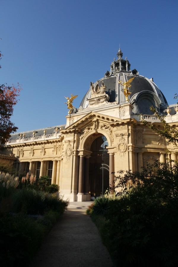 Petit-Palais-morning-sun-garden-matin-terrasse-vue-jardin-au-soleil-Musée-Champs-Elysées-rentrée-culturelle-office-tourisme-paris-photo-by-United-States-of-paris-blog