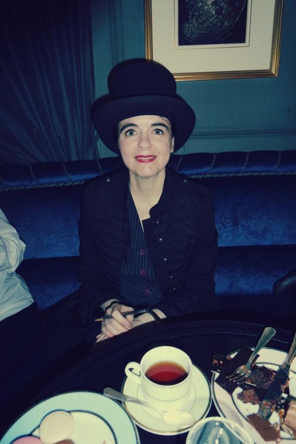 Améie Nothomb rencontre dédicace patisserie Ladurée anniversaire Fnac 60 ans nouveau roman rentrée 2014 albin michel photo blog United States of Paris