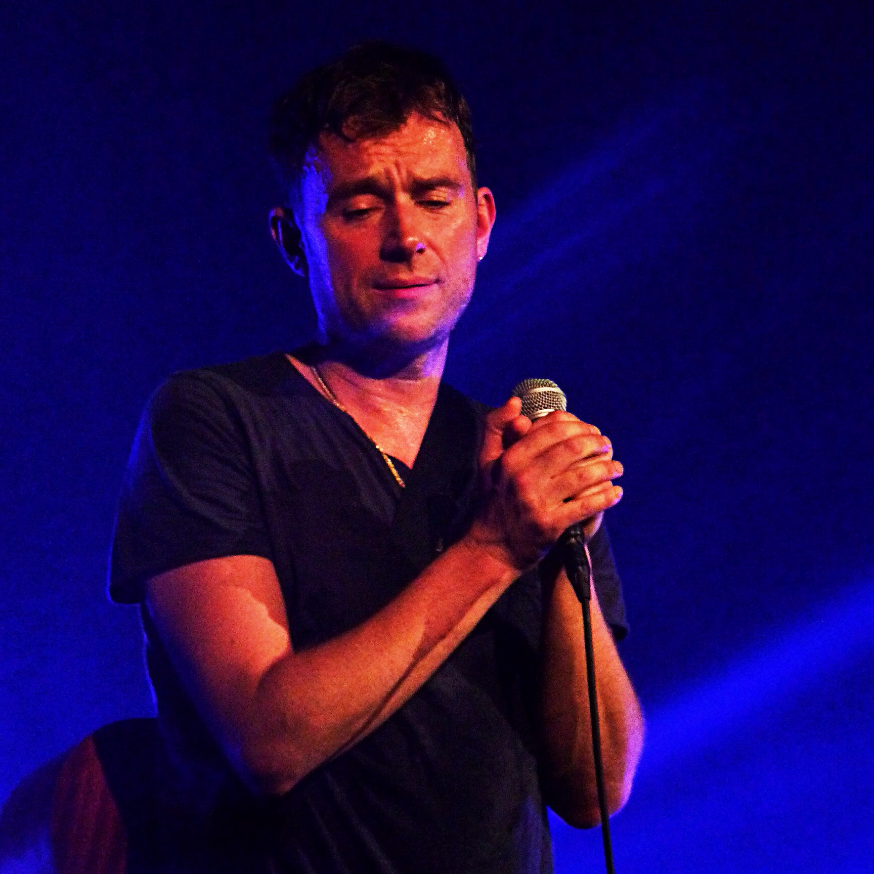 Damon Albarn concert on stage singer blur gorillaz  live show Casino de Paris Festival Les Inrocks Philips Everyday robots photo by United States of Paris Blog