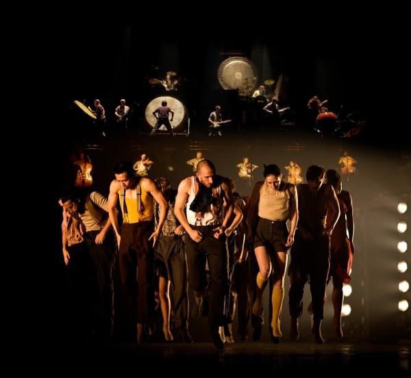 Political Mother The Choregrapher_s Cut Hofesh Shechter grande hall de la Villette danse musique live spectacle musiciens paris