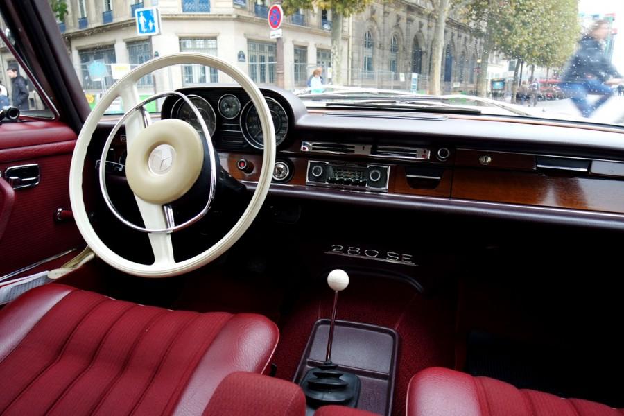 tableau de bord volant mercedes 280 se vintage voiture de collection paris balade visite. Black Bedroom Furniture Sets. Home Design Ideas