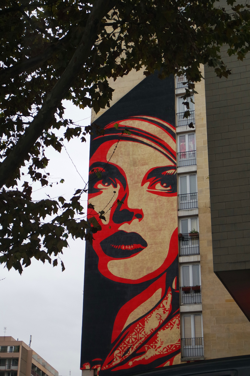 Woman wall by Obey Shepard Fairey street art graffiti vue de Mercedes 280 SE voiture collection Paris Balade visite insolite capital city tour photo by United States of Paris