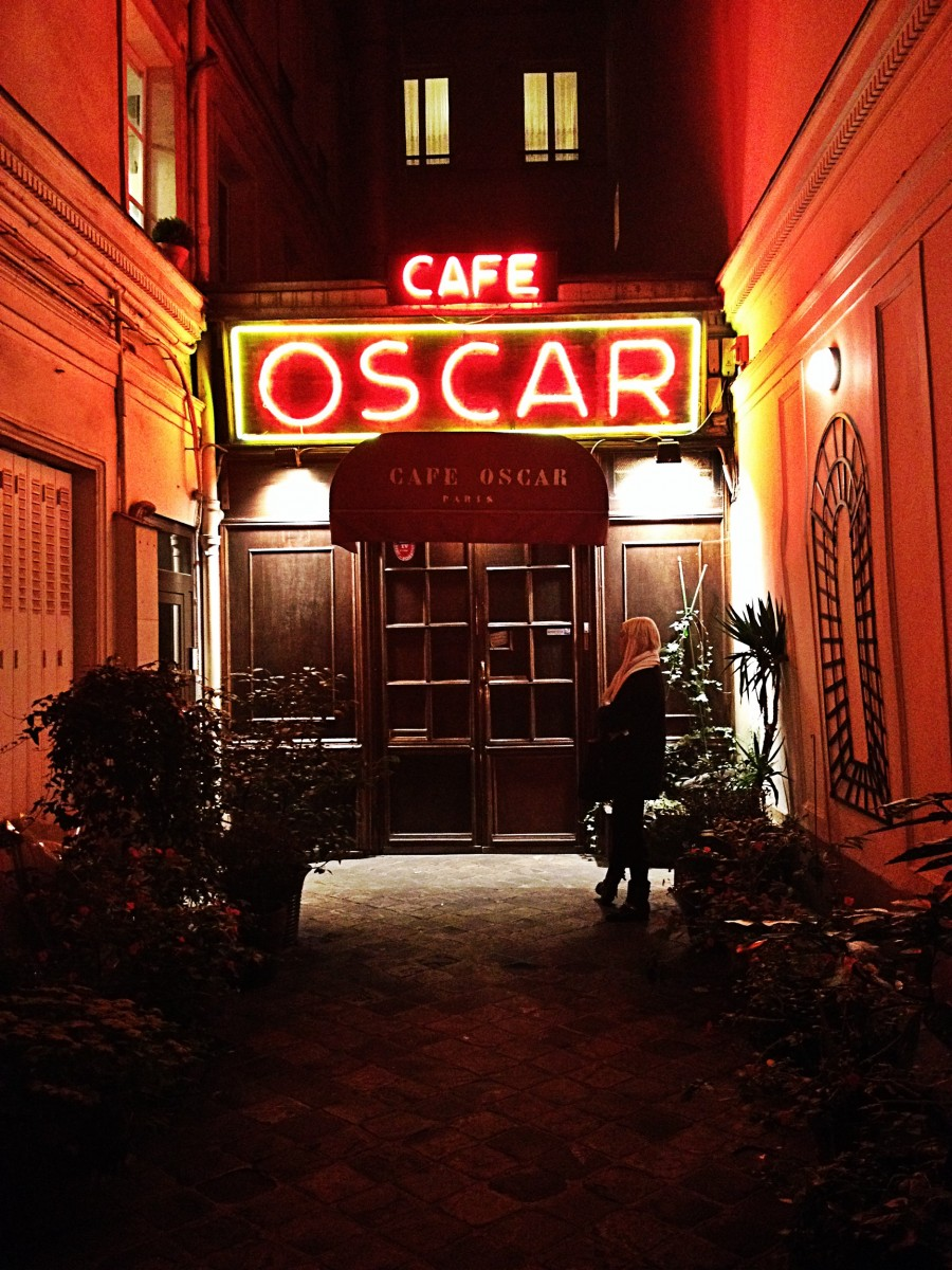 Café théâtre Oscar de nuit rue de Paris secret spectacle humour photo du mois by United States of Paris Blog