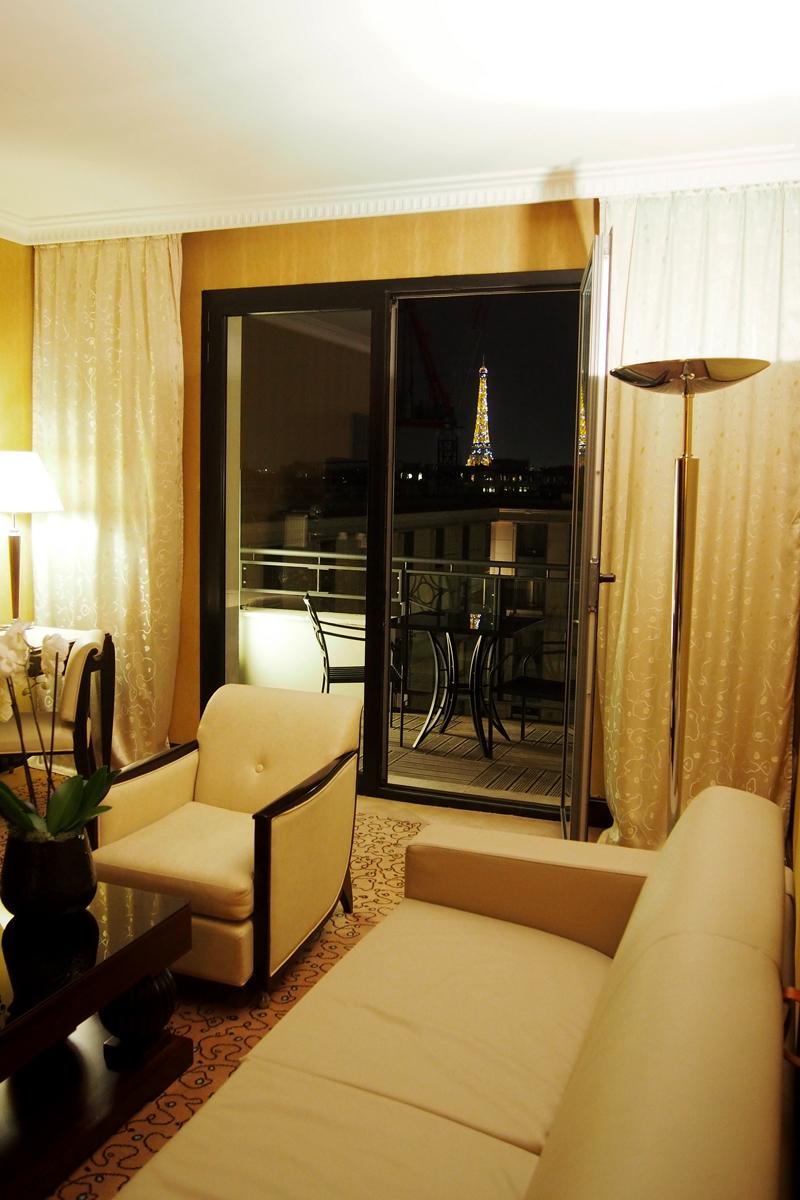Hotel-du-collectionneur-5-étoiles-arc-de-triomphe-paris-suite-présidentielle-avec-vue-sur-la-Tour-Eiffel-photo-by-united-states-of-paris-blog