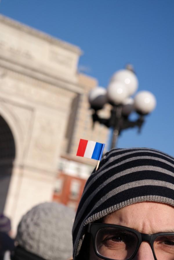 Je suis Charlie JeSuisCharlie Charlie Hebdo hommage reccueillement Washingtown Square New York NYC Wolinski drapeau Bleu blanc rouge France
