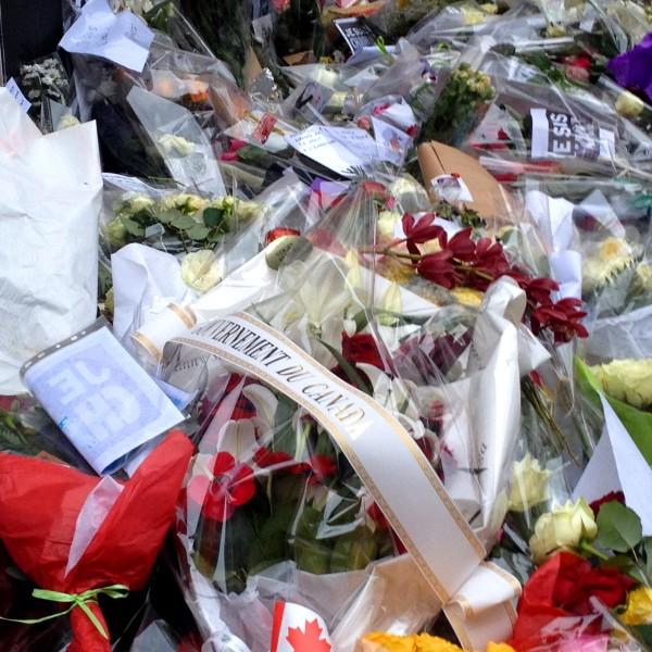 Je suis Charlie JeSuisCharlie siège Charlie Hebdo hommage reccueillement paris pays monde canada
