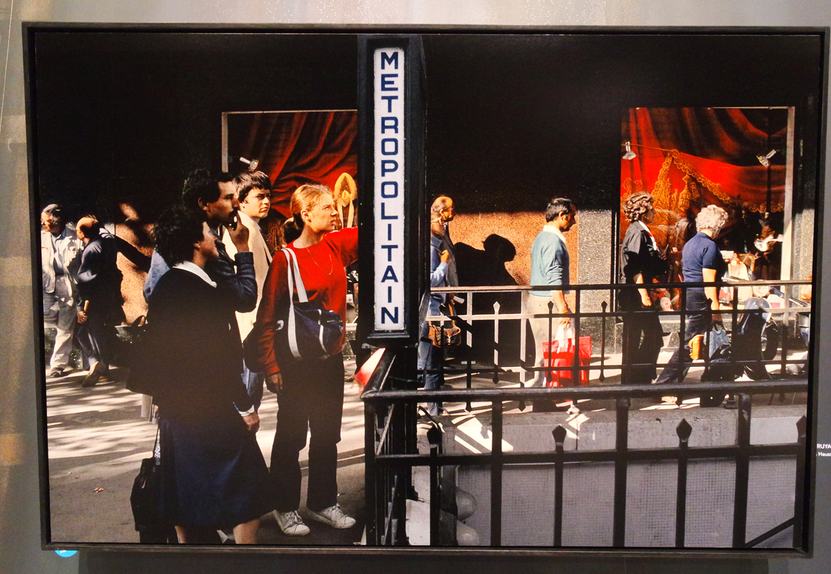 photographie boulevard haussmann 1985 m tropolitan by harry gruyaert photographe exposition. Black Bedroom Furniture Sets. Home Design Ideas