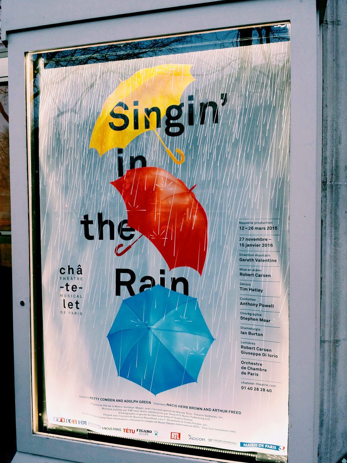 Affiche-Singin-in-the-rain-nouvelle-production-Théâtre-du-Chatelet-paris-musical-show-poster-Robert-Carsen-photo-by-United-States-of-Paris-blog