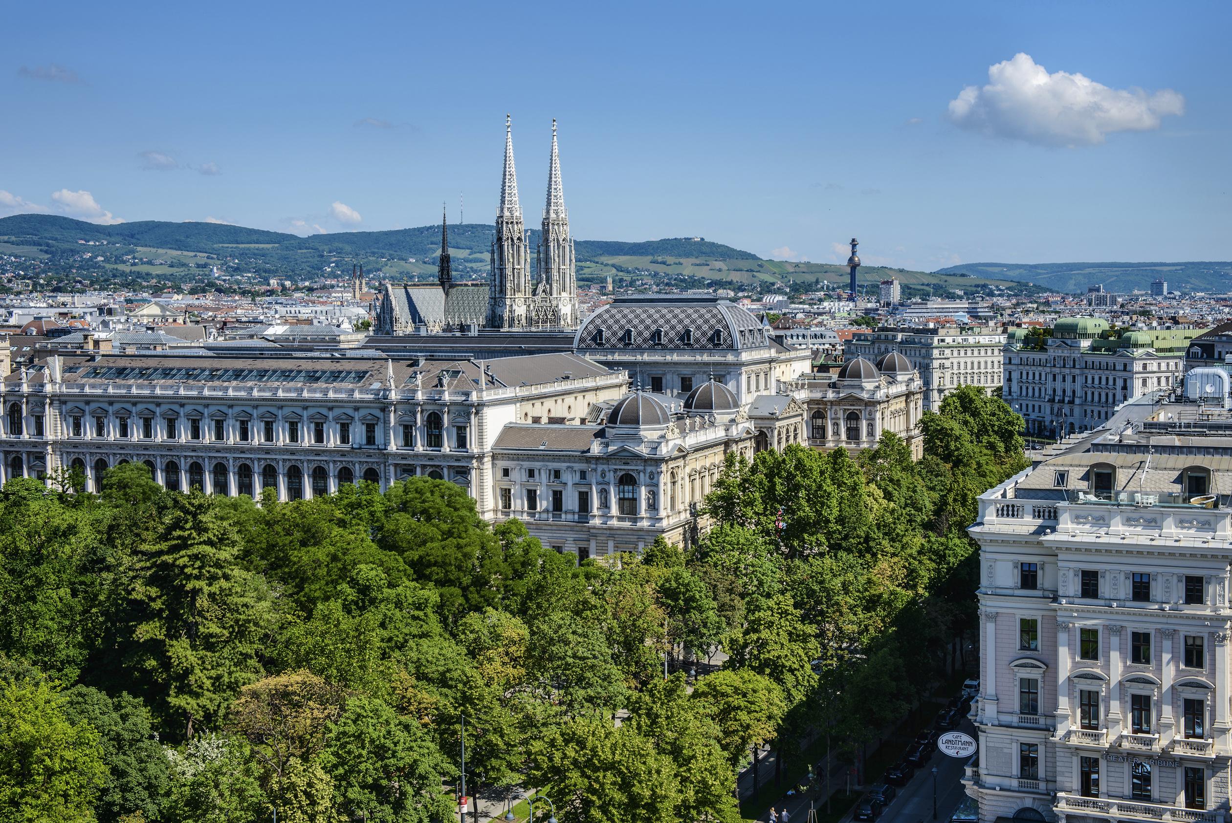 Vienne s 39 invite place du palais royal pour une exp rience - Piscine villette de vienne ...
