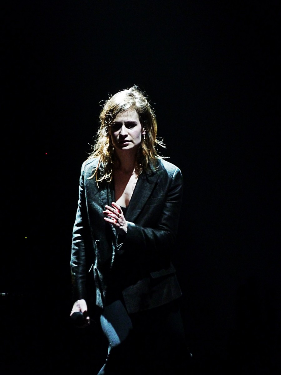 Christine and the queens concert Olympia Paris 2015 tournée chaleur humaine Zenith festival saint claude musique chanteuse photo de scène by United States of Paris blog