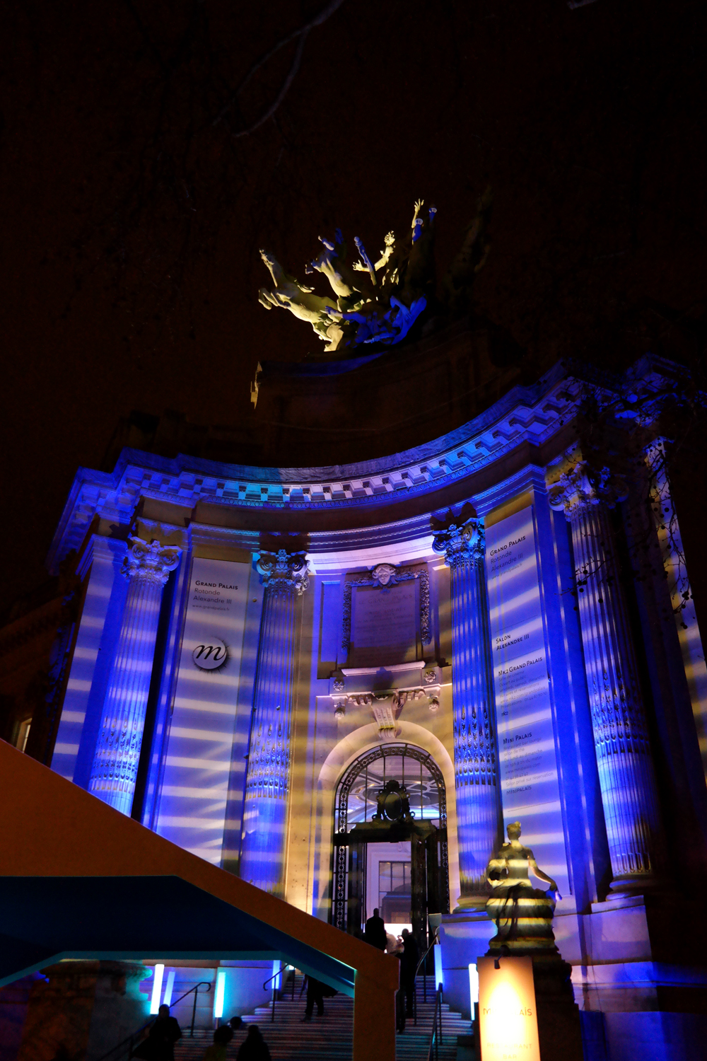 Façade-Mini-Palais-éclairage-marinière-Jean-Paul-Gaultier-soirée-vernissage-exposition-Grand-Palais-Paris-photo-united-states-of-paris-blog