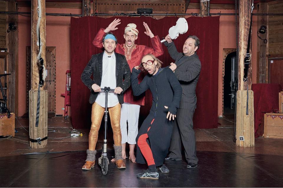 Les Chiche Capon spectacle La 432 mis en scène Karim Adda Raymond Raymondson humour clown comédiens comiques chanteurs