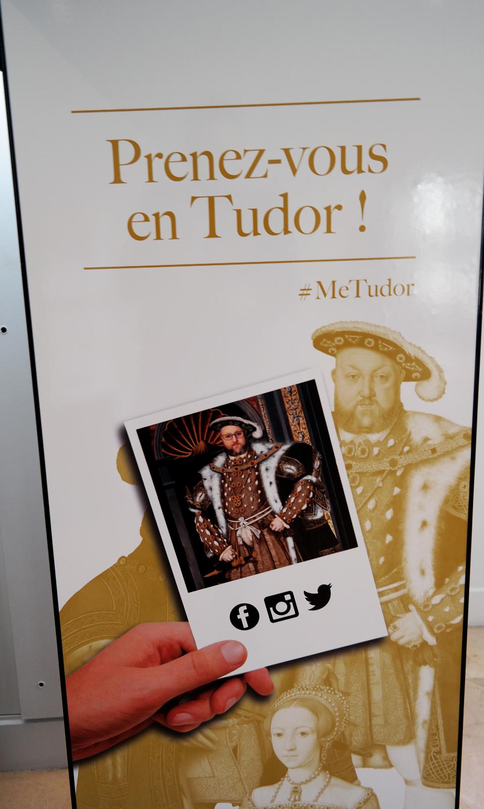 Cabine-photomaton-photo-originale-Prenez-vous-en-Tudor-MeTudor-Joue-la-comme-Henri-VIII-roi-exposition-Les-Tudors-au-Musée-du-Luxembourg-Paris