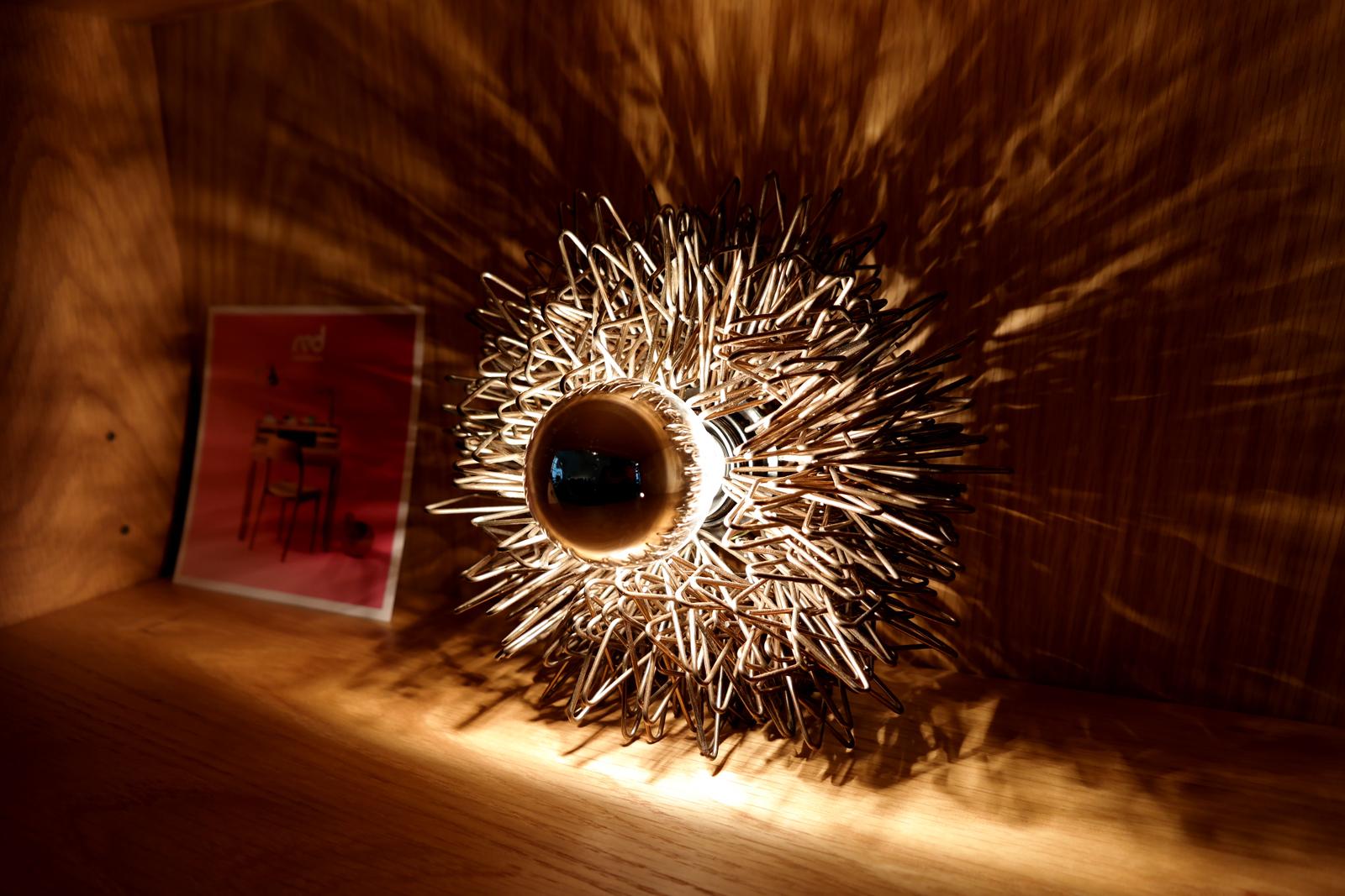 Lampe-rétro-design-l-appartement-boutique-marque-française-red-édition-rue-des-Blancs-Manteaux-paris-lumière-photo-by-united-states-of-paris-blog
