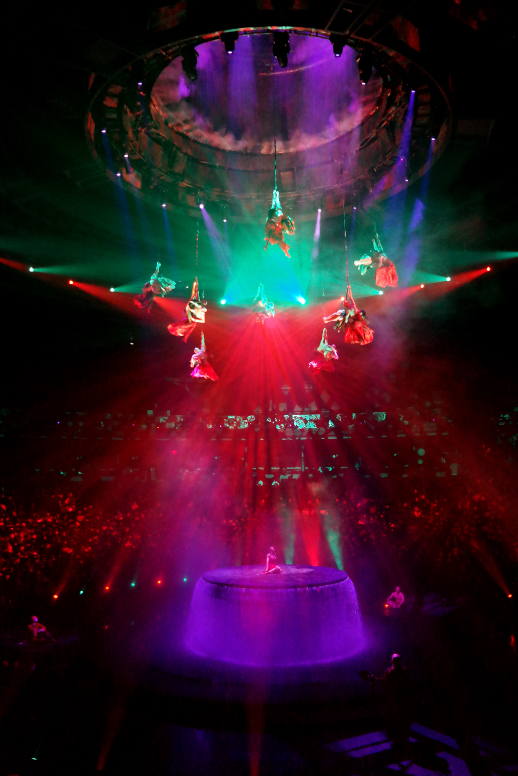 Performers acrobatics Le Rêve The Dream le reve show wynn las vegas Franco Dragone light water spectacle avis imagelogger photo by united states of paris blog