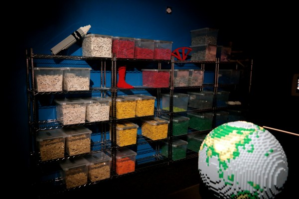 The art of the Brick  Nathan Sawaya art création briques lego 4 millions critique avis photo by United States of Paris