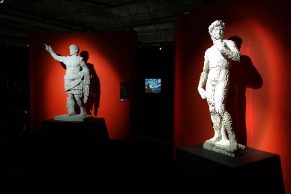 The art of the Brick  Nathan Sawaya art création sculptures Paris expo porte de Versailles briques lego critique avis photo by United States of Paris