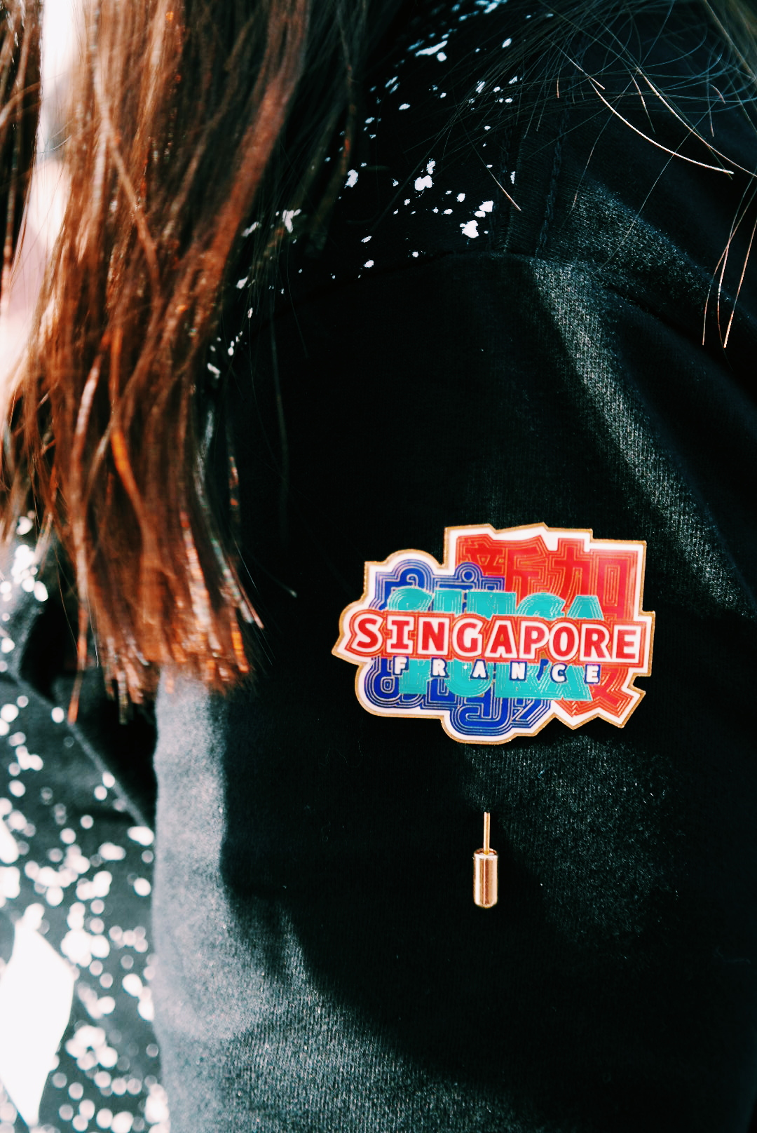 Badge-Singapore-France-Festival-Singapour-en-France-food-spectacle-mode-street-food-spécialités-singapouriennes-Berges-de-Seine-blog-united-states-of-paris-blog