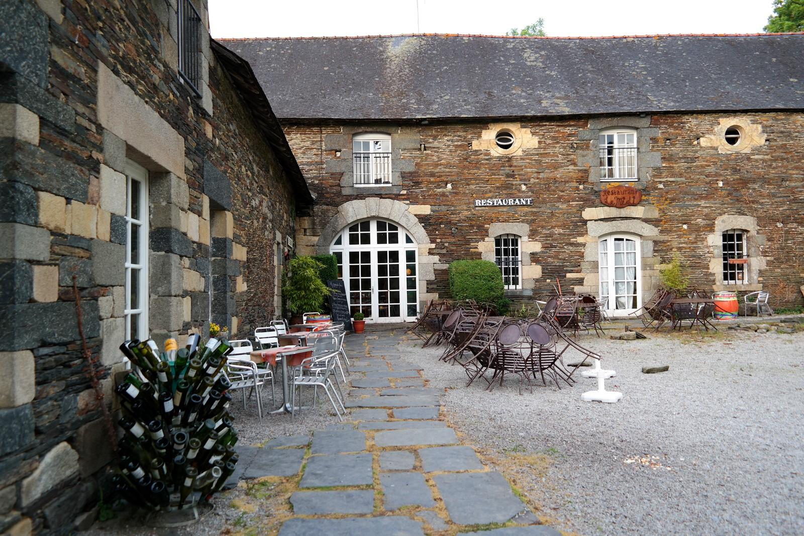 Hotel-restaurant-Abbaye-de-Bon-Repos-Lac-de-Guerlédan-se-loger-Bretagne-circuit-découverte-tourisme-vacances-voyage-photo-by-united-states-of-paris-blog
