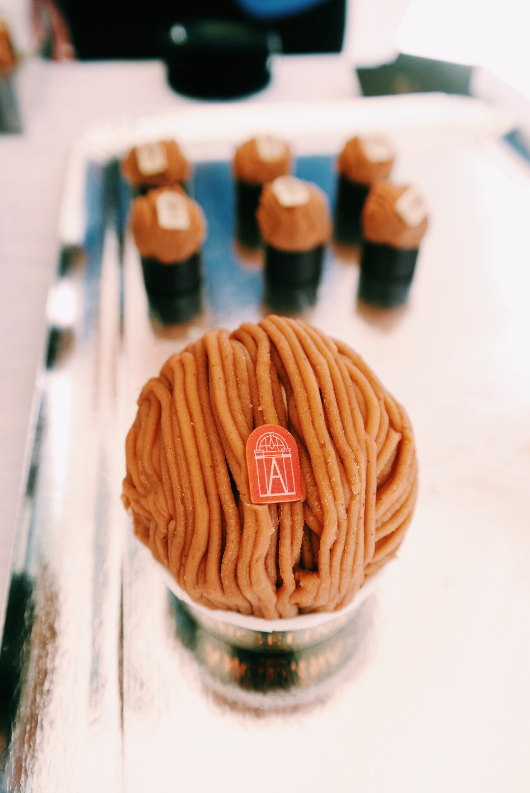 Mont-Blanc framboise et mini boutique Angelina Paris store patisserie salon de thé rue du Bac Sucré dégustation dessert photo by united states of paris blog