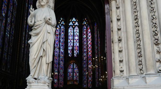 Exceptionnel ! Les vitraux de la Sainte-Chapelle retrouvent leur éclat millénaire