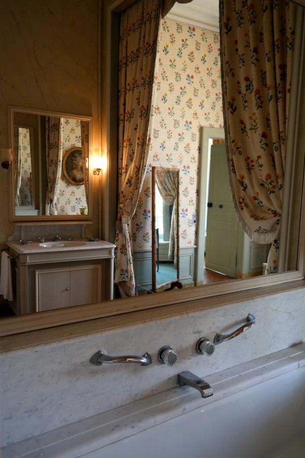 De versailles au ch teau de la motte tilly la for Salle de bain louis xv versailles