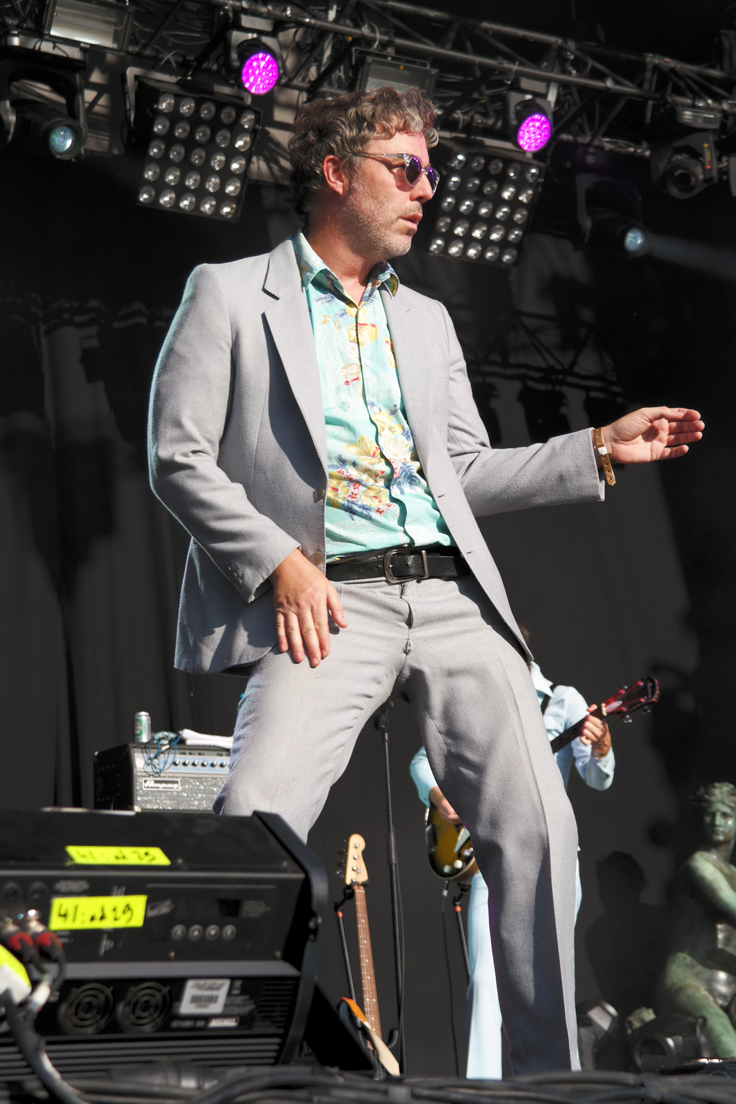 Baxter Dury dancing singer stage fnaclive 2015 festival paris france concert live it s a pleasure tour album stage photo by united states of paris blog