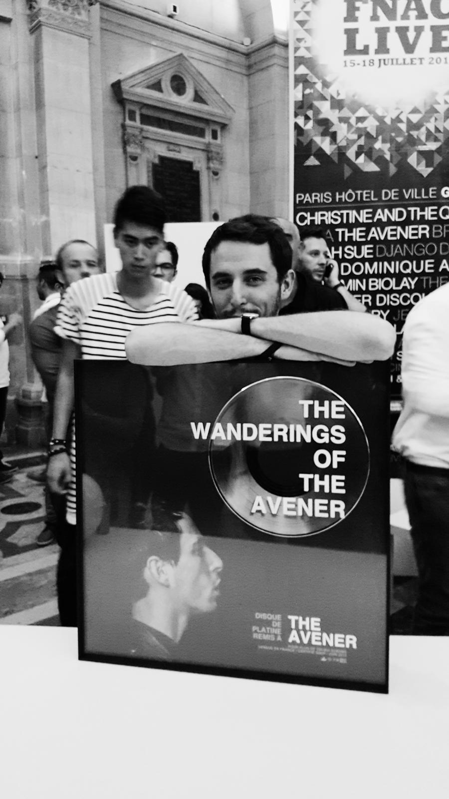 Le disque de platine de The Avener fnaclive 2015 festival concert live dj set Tristan Casara tournée The wanderings of the avener tour photo backstage by united states of paris blog