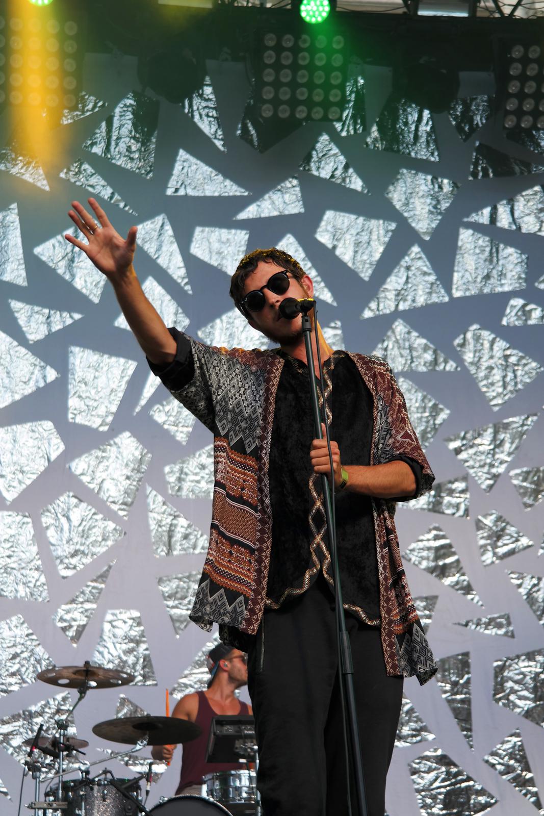 Oscar-and-the-wolf-live-concert-festival-fnaclive-2015-france-album-entity-tour-stage-photo-scène-max-colombie-by-united-states-of-paris-blog