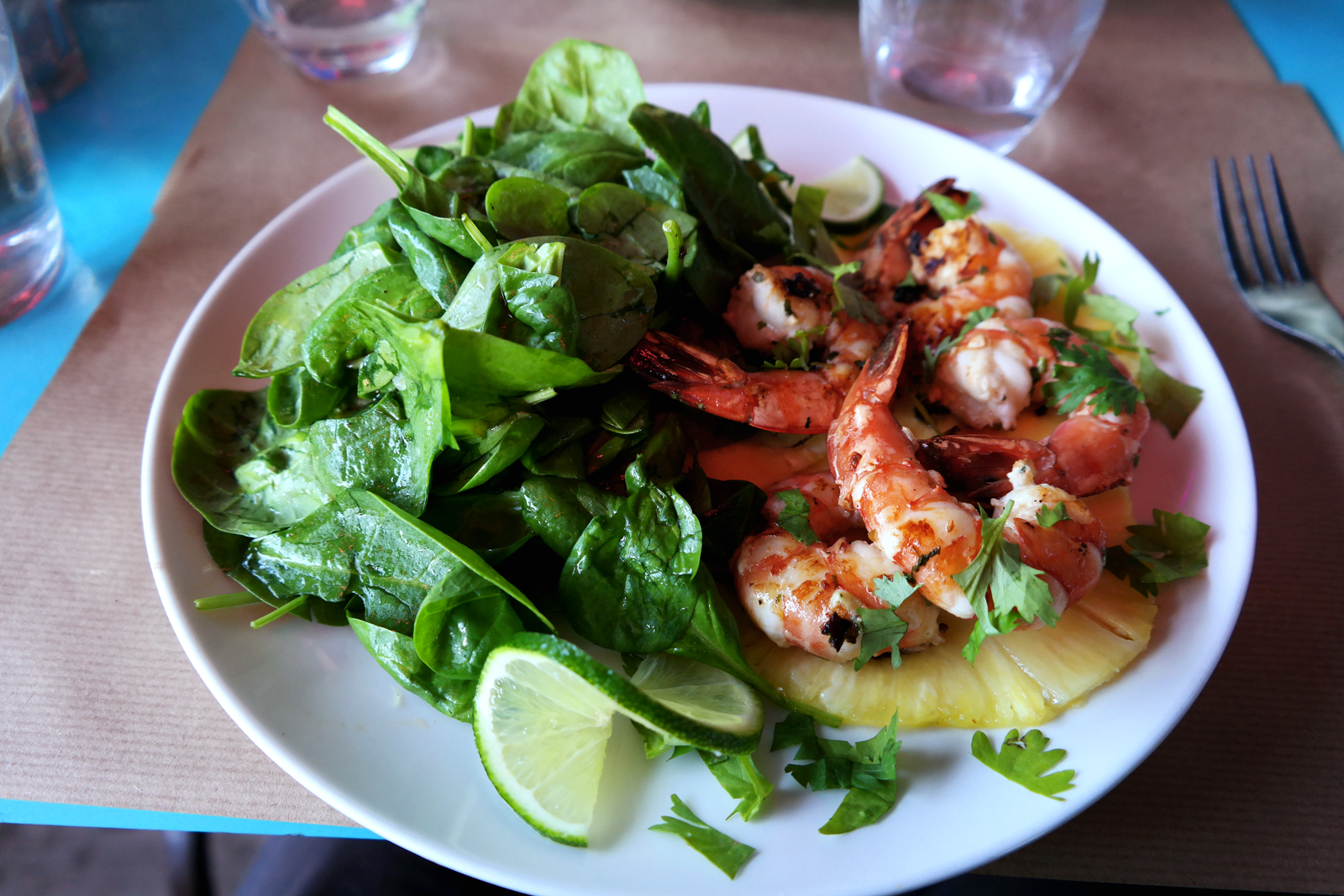 Shrimps BBQ crevettes ananas citron vert salade d épinards recette Diner Bedford Wanderlust burger restaurant Cité de la Mode et du Design photo by united states of paris blog