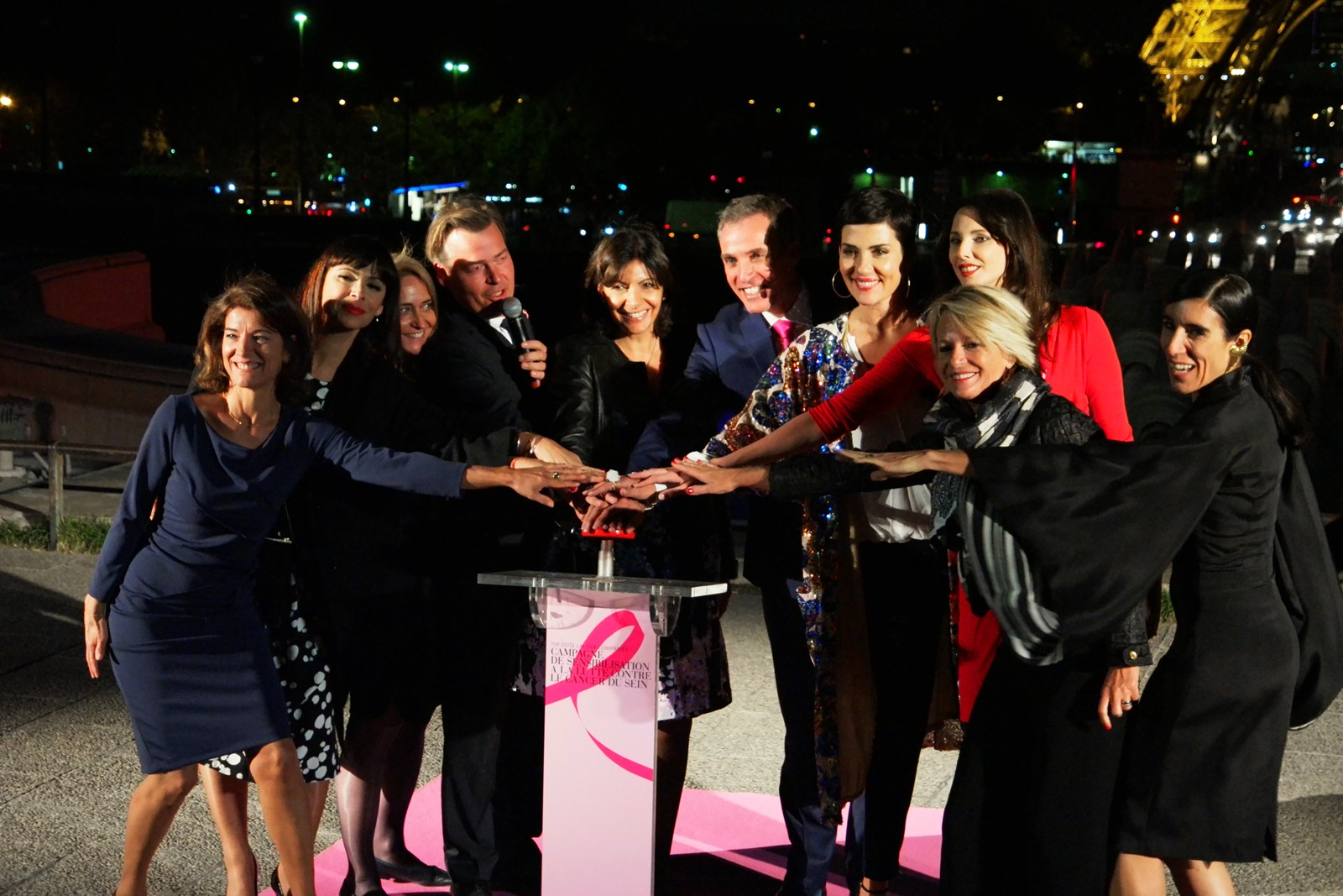 Marielle Fournier Mathilda May Anne Hidalgo Cristina Cordula Sophie Davant Frédérique Bel Blanca Li illumination tour eiffel Octobre Rose 2015 cancer du sein parlons-en photo usofparis blog