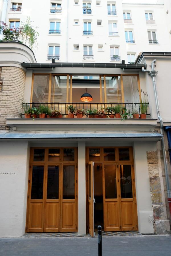 Botanique Restaurant ouverture nouveau avis new Oberkampf rue Folie Méricourt cuisine feu de bois badoit Photo by United States of Paris