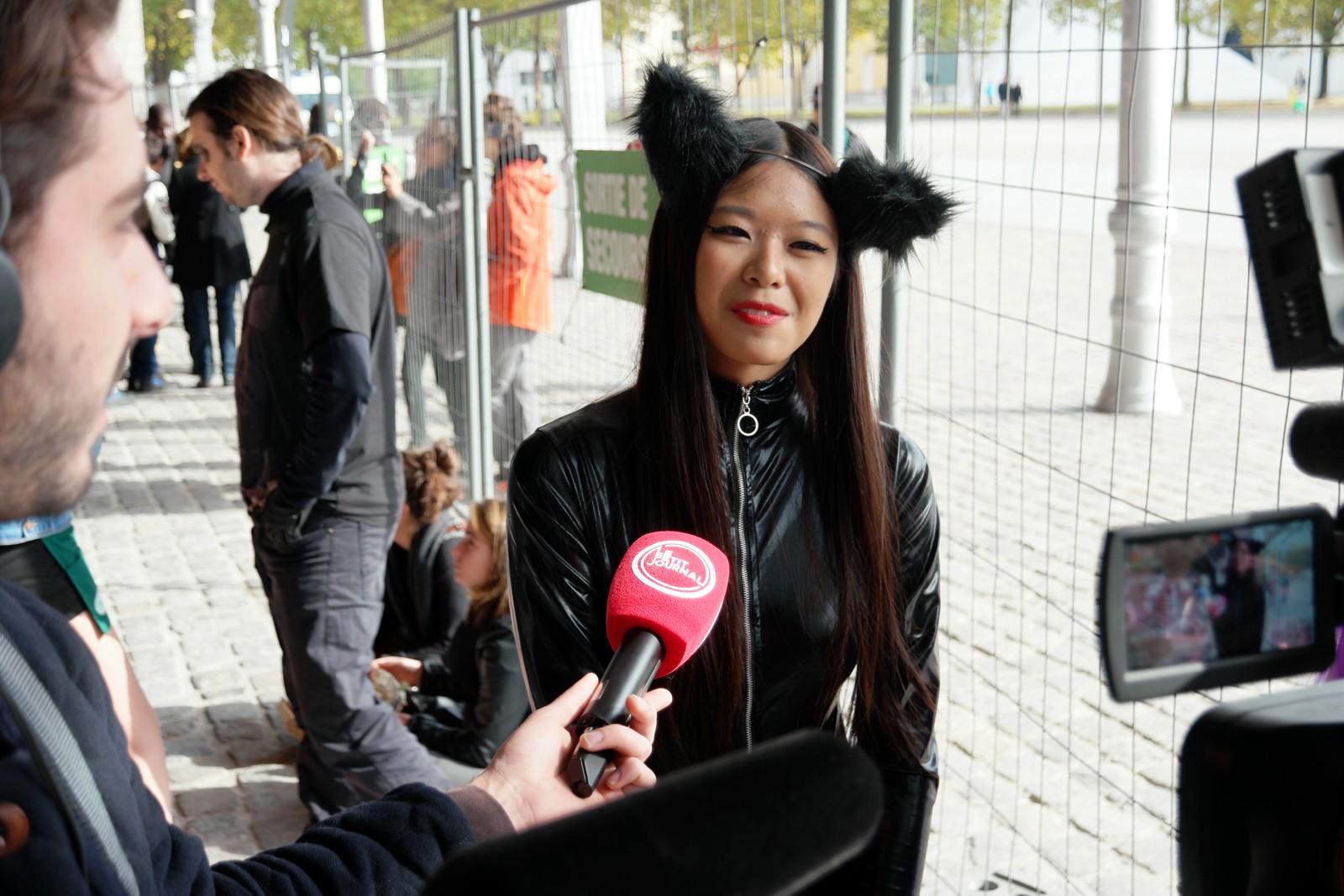 Cat woman avec l'équipe du Petit Journal