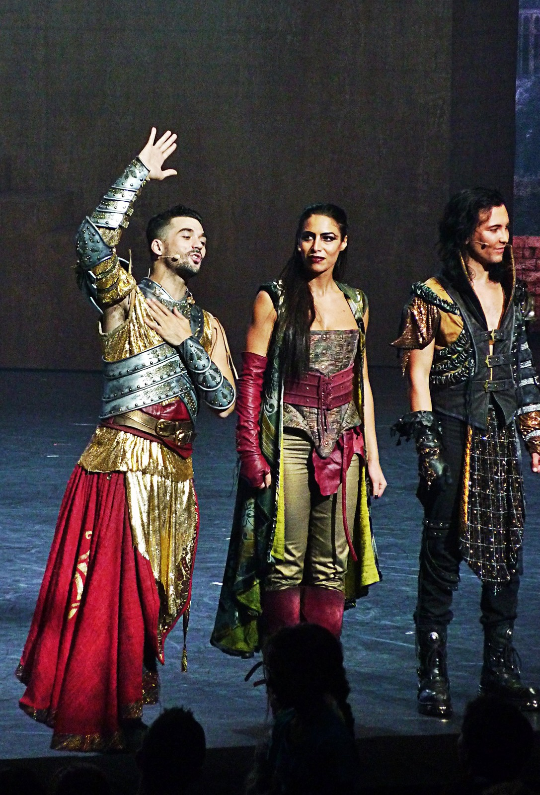 Florent Mothe Zaho et Fabien Incardona dans la Légende du Roi Arthur spectacle musical de Dove Attia Giuliano Peparini scène du palais des congrès photo united states of paris blog