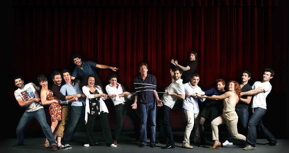 La Troupe à Palmade avec tous les comédiens et comédiennes jeunes talents - créations originales mises en scène par Pierre Palmade à la Comédie de Paris spectacle humour