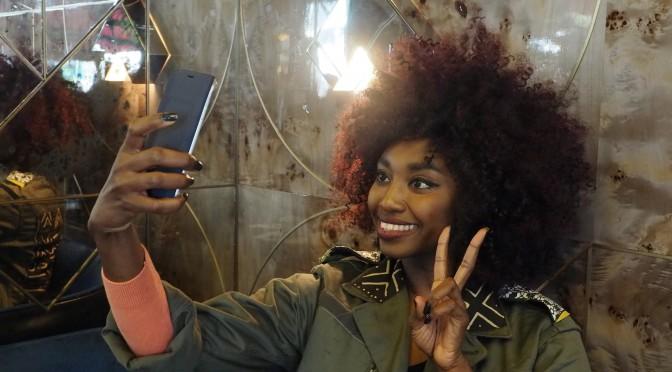 Inna Modja : interview selfie et rayonnante pour Motel Bamako