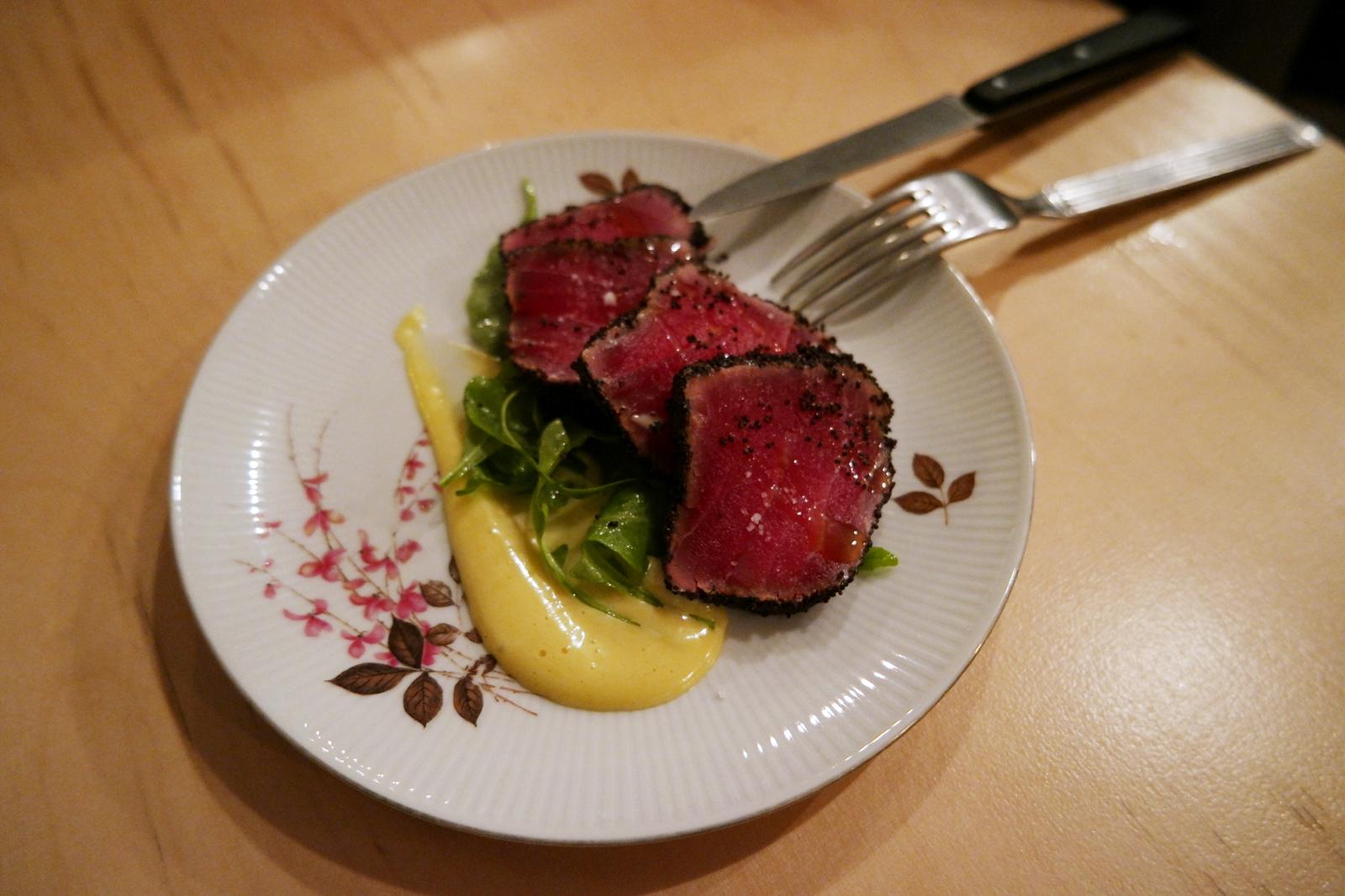 Cuisine Beige Sol Gris : Carpaccio de thon rouge au pavot et mayonnaise sésame assiette à