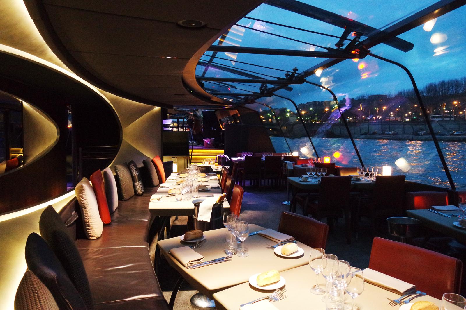 lovely night sur la seine en d ner croisi re avec les bateaux parisiens. Black Bedroom Furniture Sets. Home Design Ideas