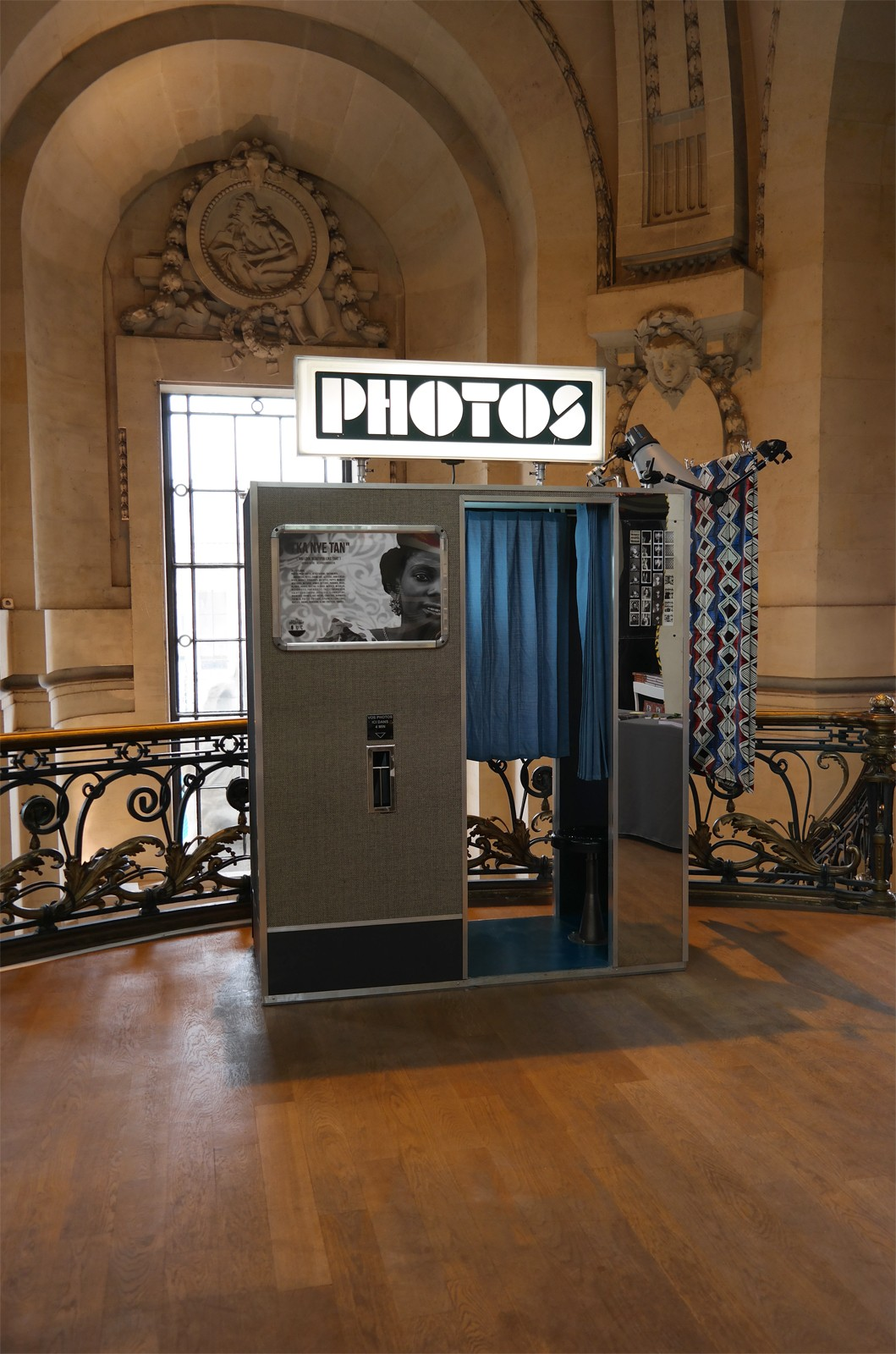 Exposition photographe Seydou Keïta Grand Palais Paris photomaton original vintage et argentique cabine fotoautomat choix de fonds et filtres Galeries nationales photo usofparis blog