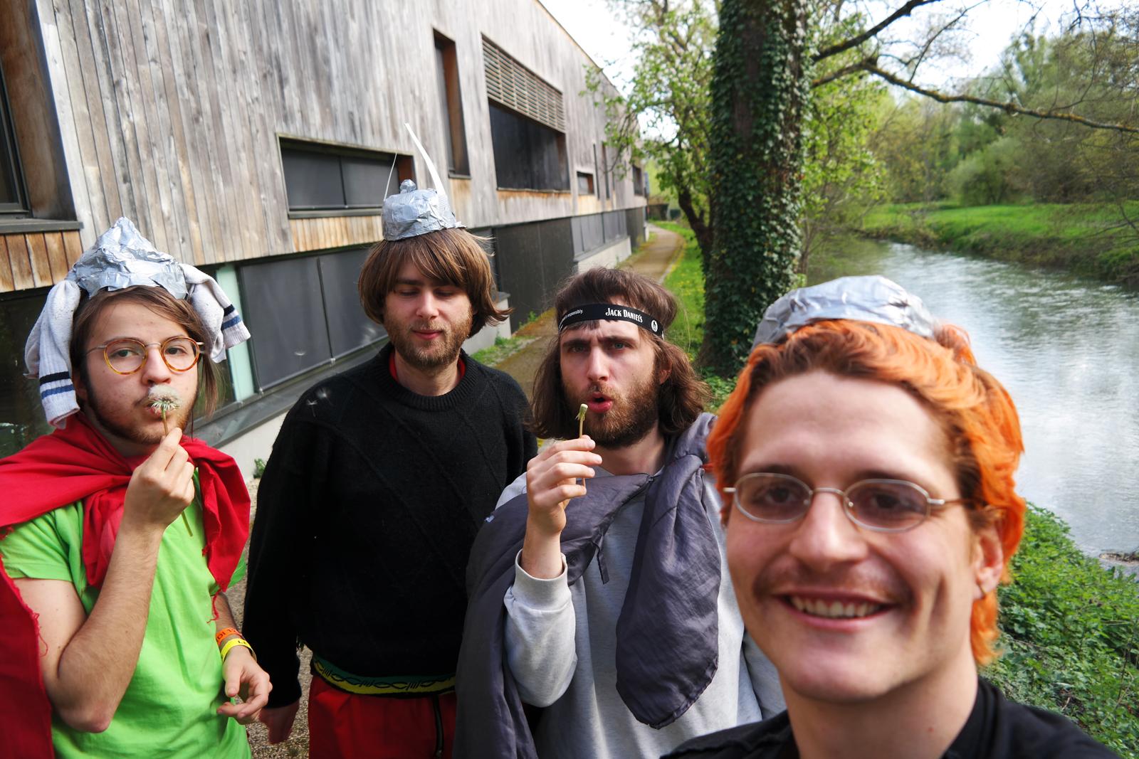 selfie original du groupe Salut c'est cool pour usofparis
