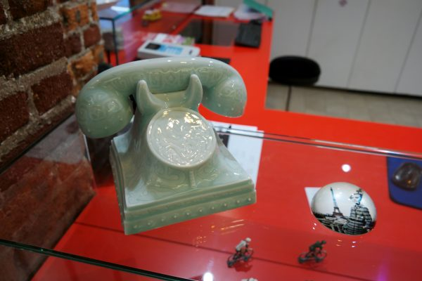 34B Hotel astotel paris 34 rue Bergere 75009 vintage porcelain fake phone french design booking photo usofparis blog