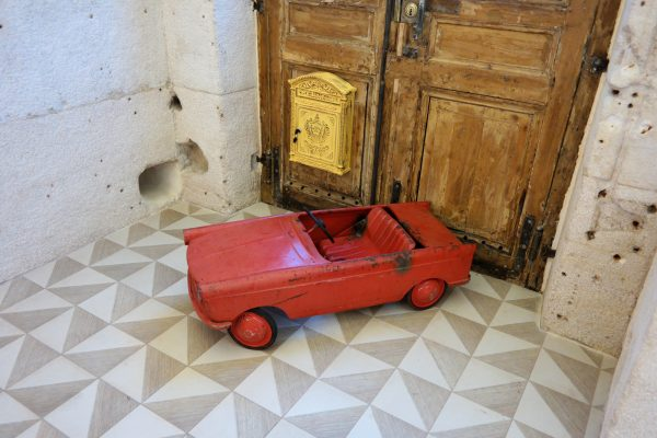 34B Hotel astotel paris 34 rue Bergere vintage kids ride on toy car french design booking photo usofparis blog